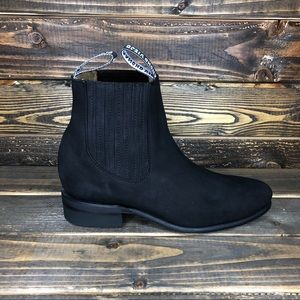 Suede black boot